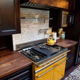 Zlatý yellow oven with dark cabinets
