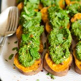 Pieczony Sweet Potato Slices with Cilantro Pesto