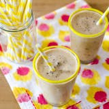 Lebih ringan Treat Recipe: Frozen Banana-Peanut Butter Chocolate Chip Milkshakes