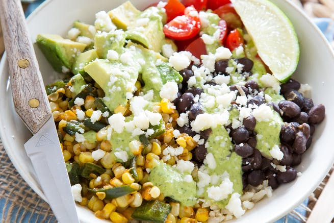 Pieczony corn and poblano burrito bowl